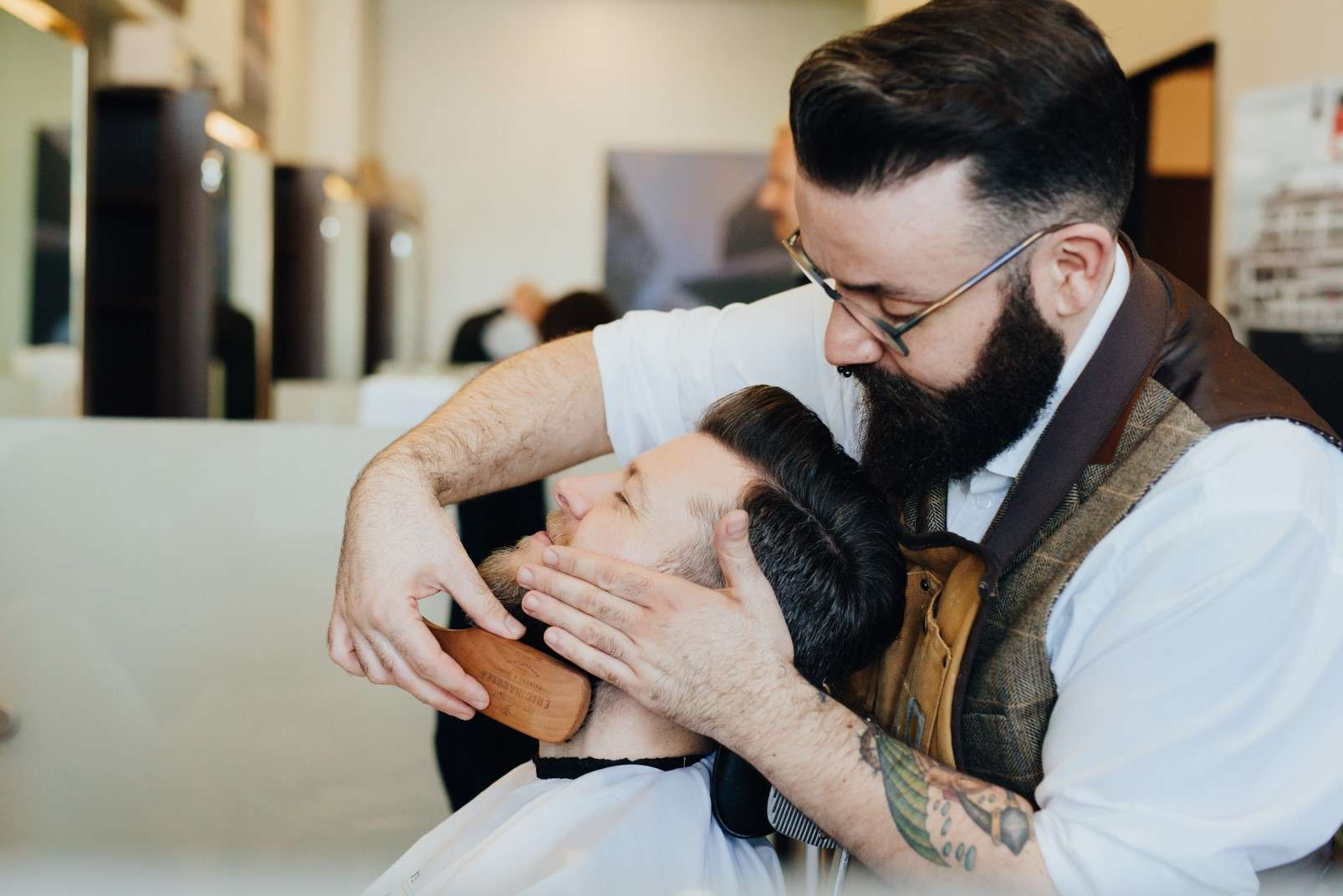 Eric:Barbier Haircut and Shave Hamburg wet shave