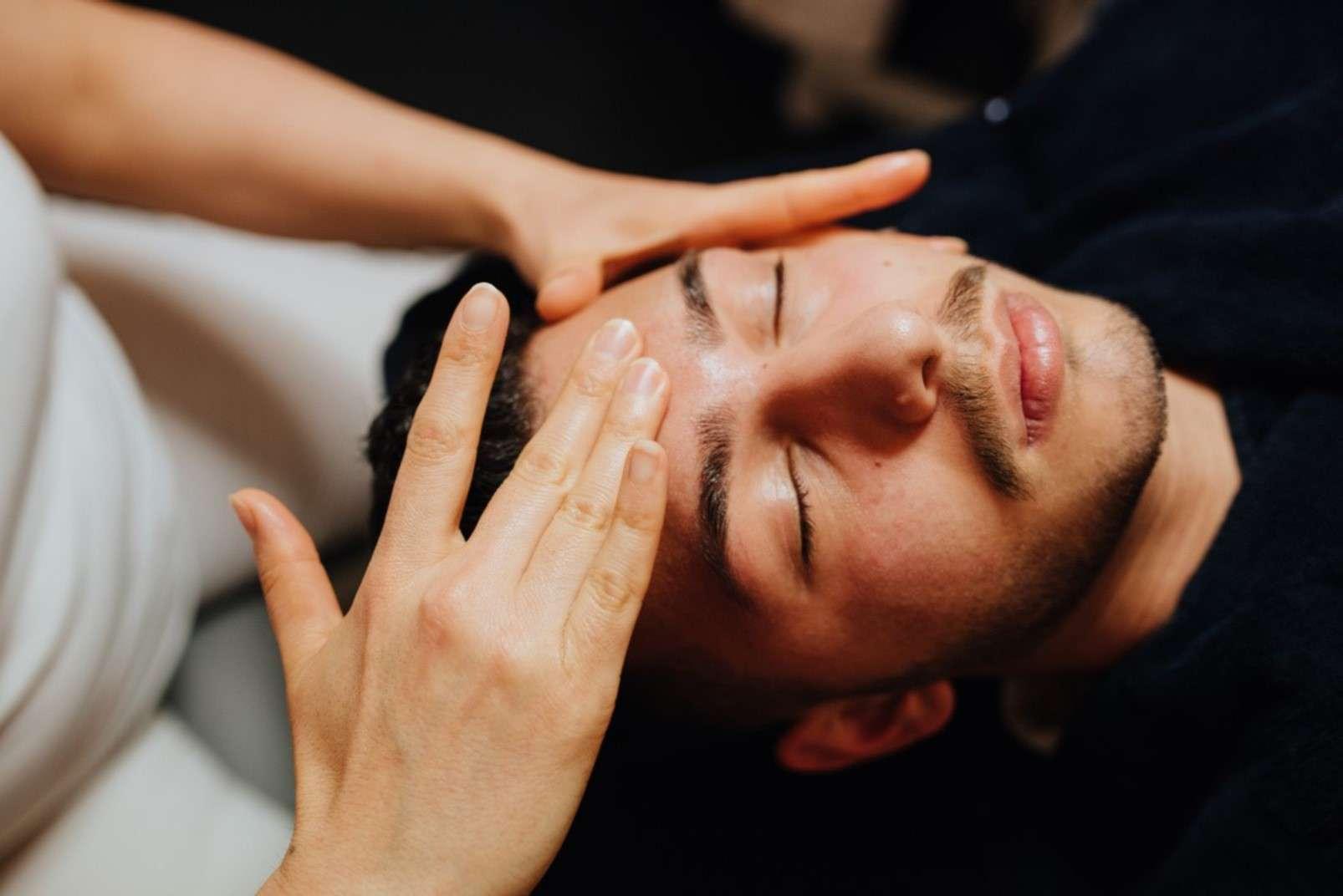 Eric:Barbier Haircut & Shave Hamburg massage
