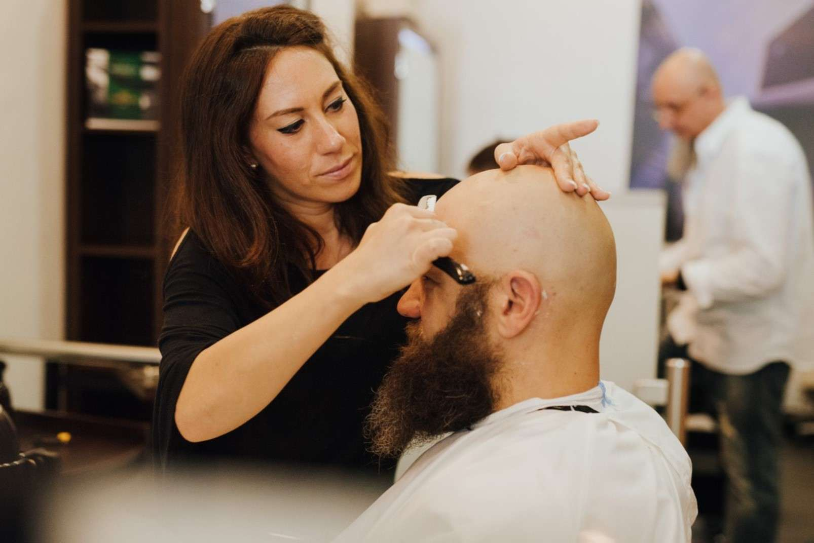 Eric:Barbier Haircut & Shave Hamburg close shave