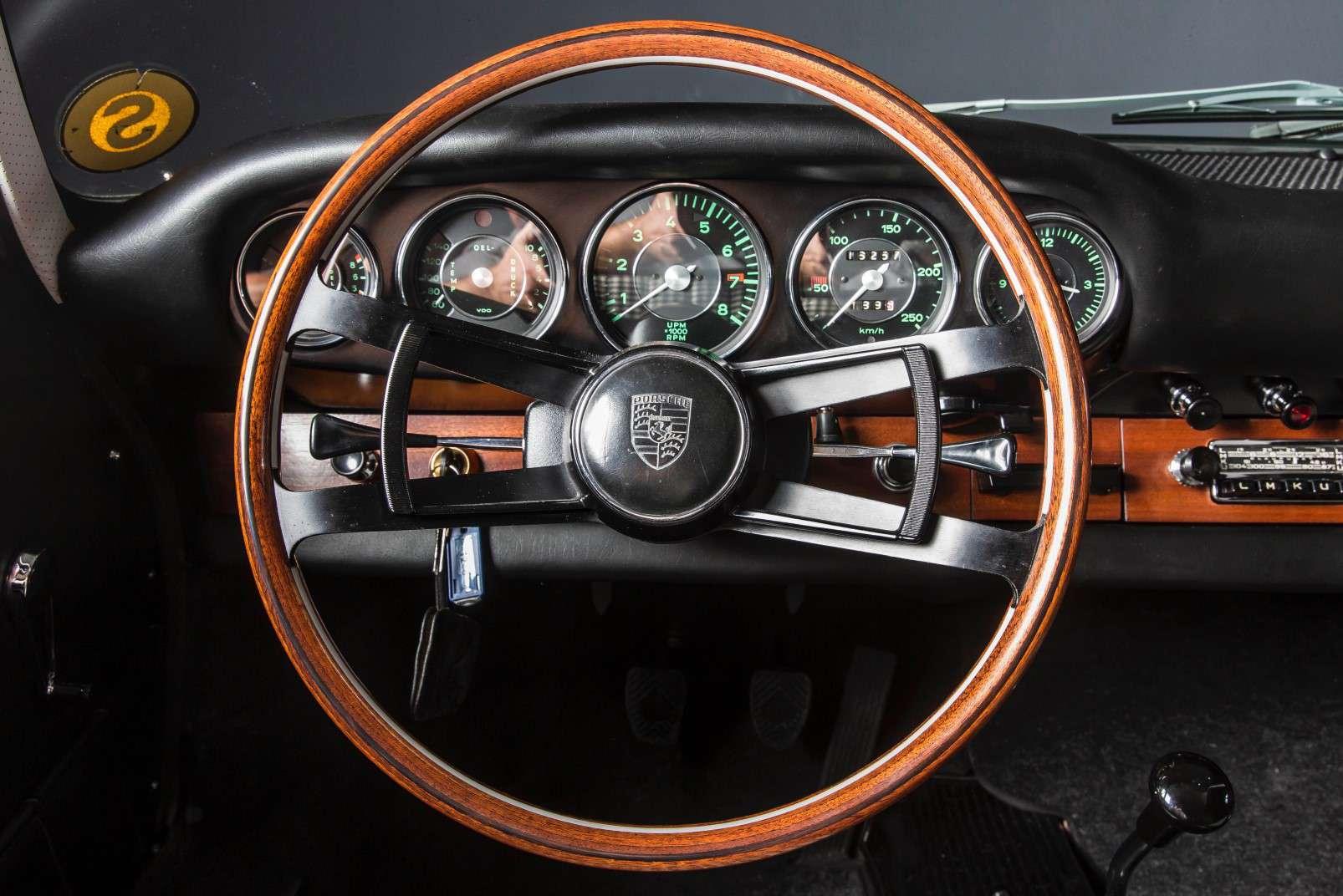 Porsche 911 restoration, interior