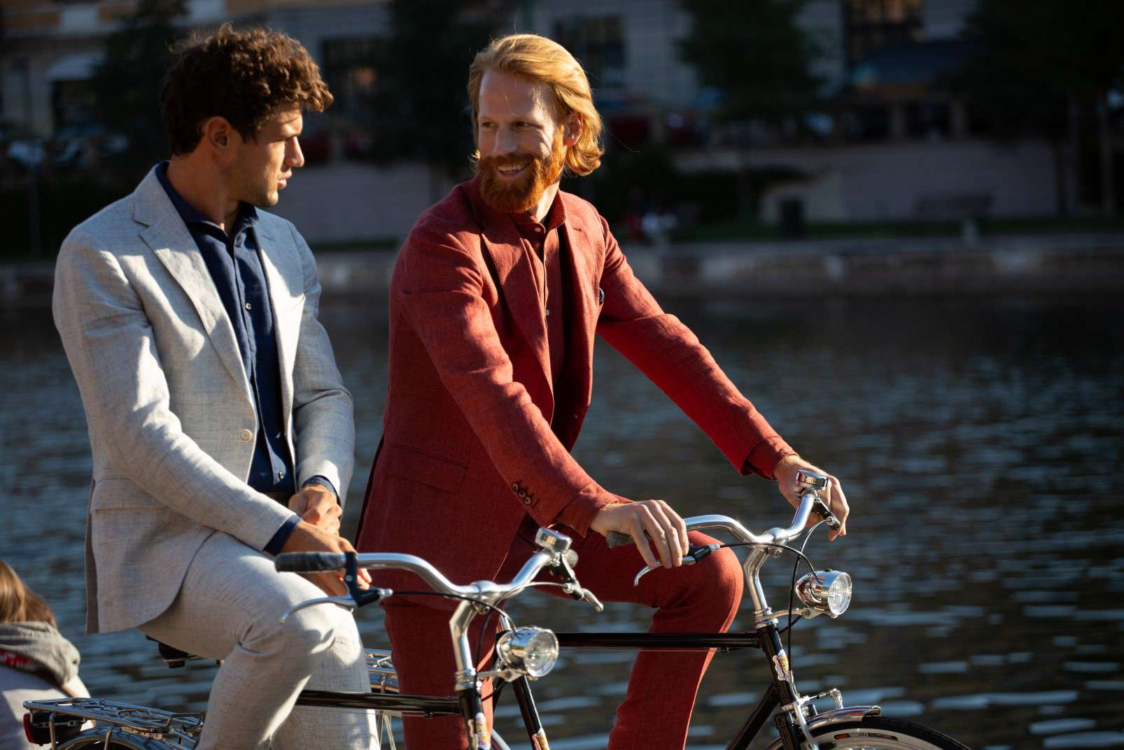 Boggi Milano Linen suits with open-collar shirt