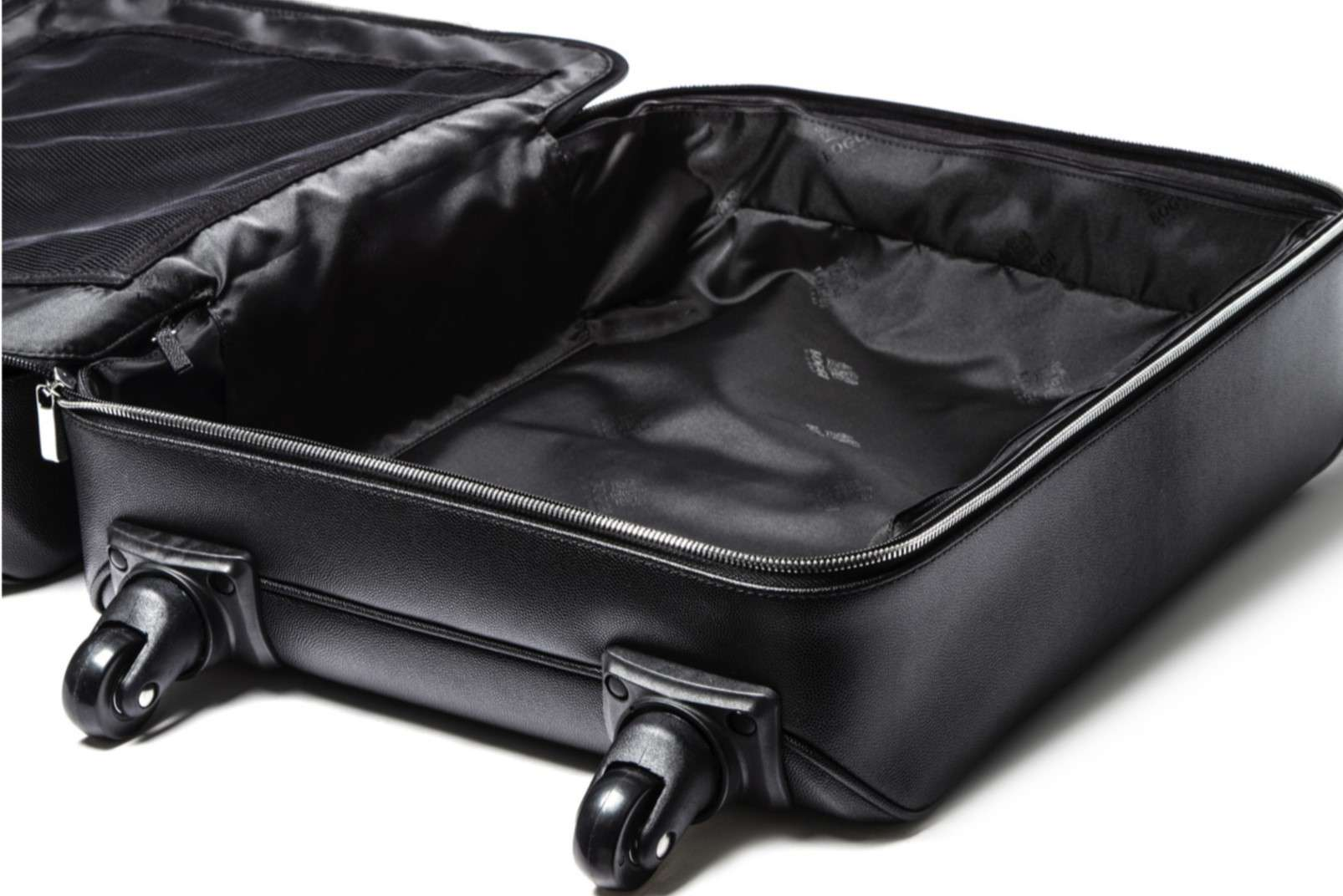 The spacious interiors of the trolley bag by Boggi Milano