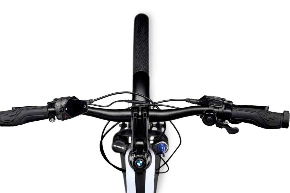 BMW Active Hybrid E-Bike, simple handlebar-mounted controls