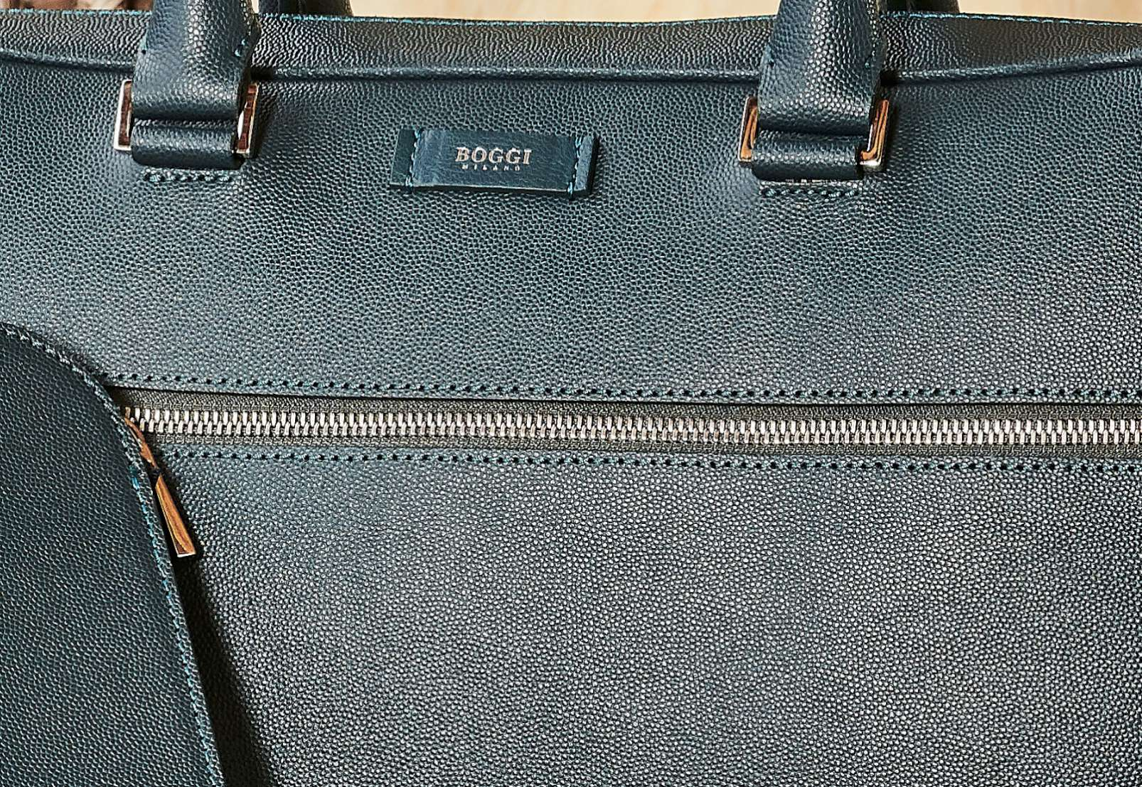 Boggi Milano Caviar leather single zip briefcase, A4 document holder, green, detail