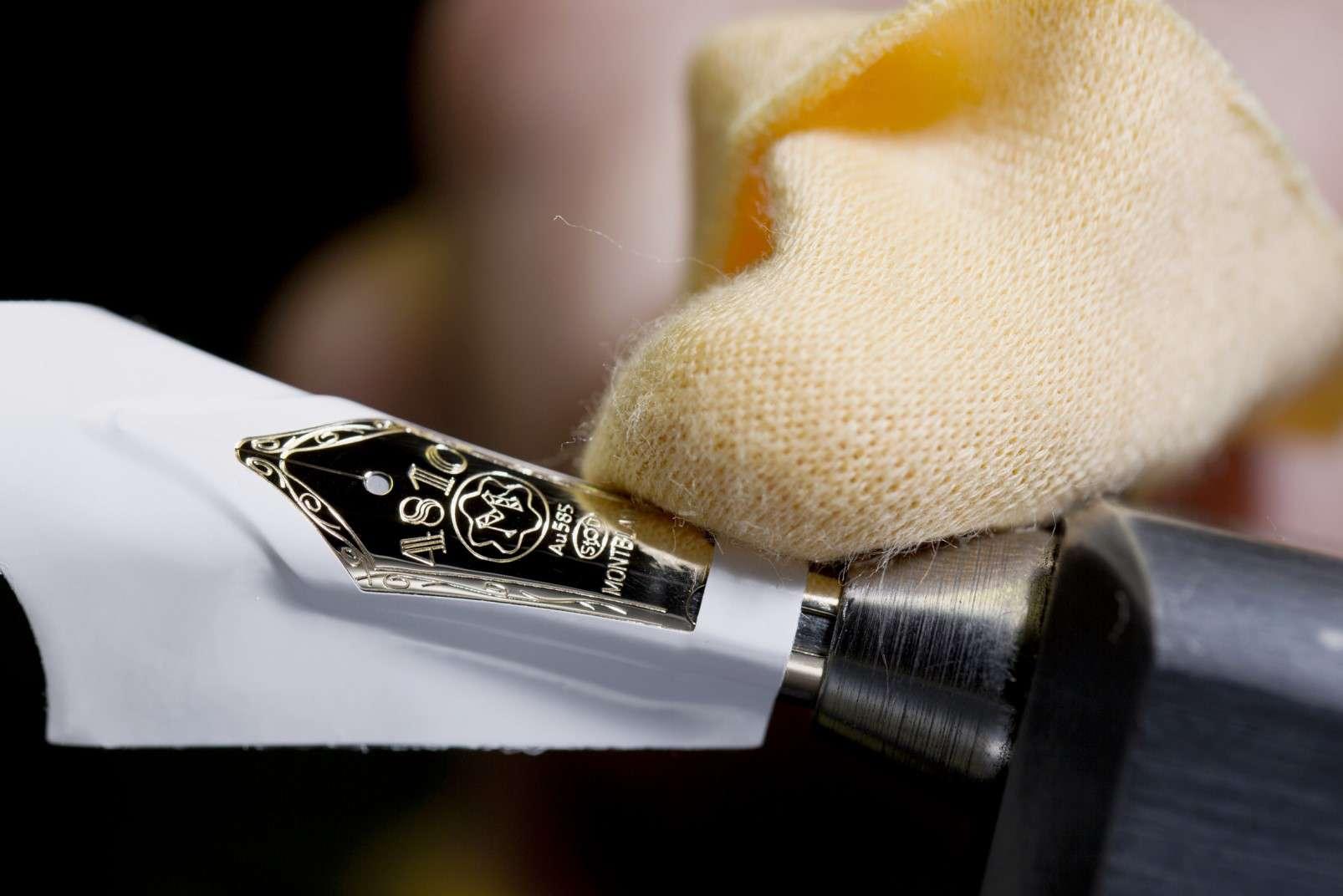 Montblanc fountain pen nib craftsmanship - polishing