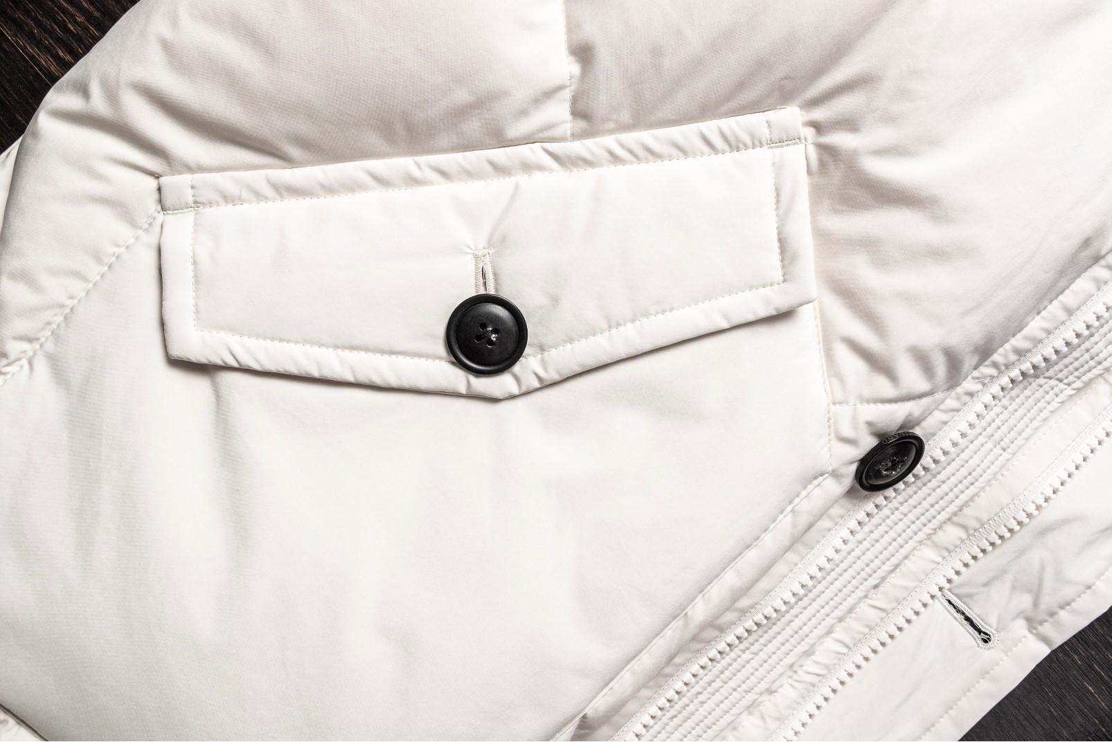 Parka bianco dettaglio tasca e zip