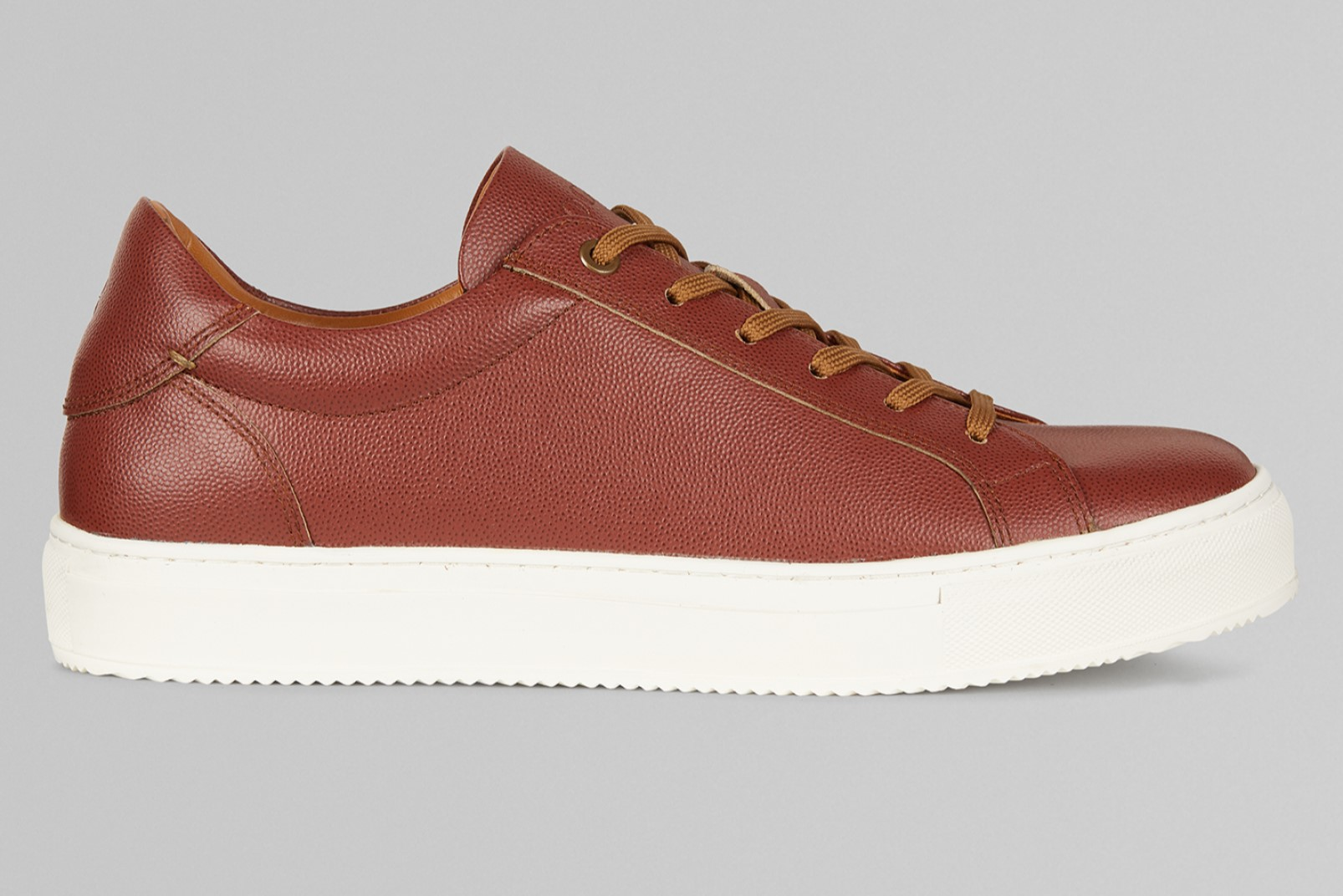 Sneakers in caviar leather