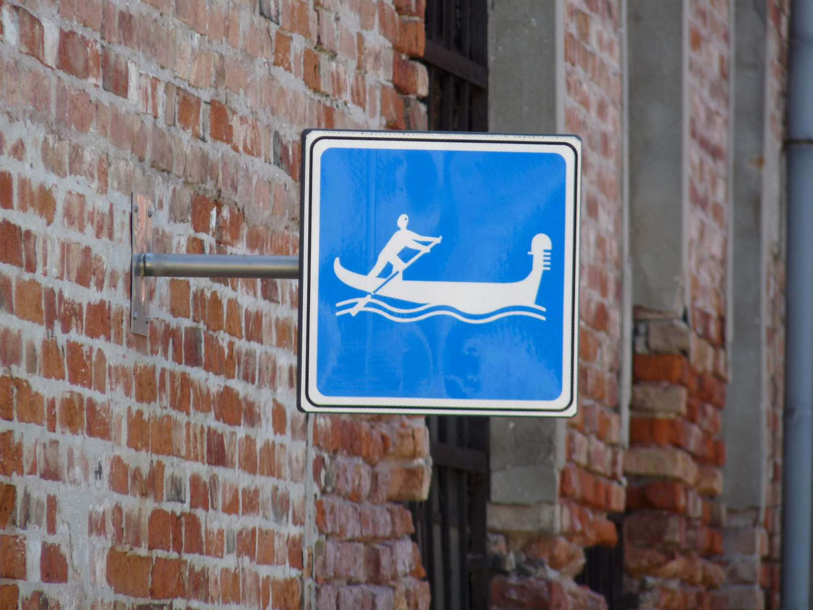 canal traffic sign venice