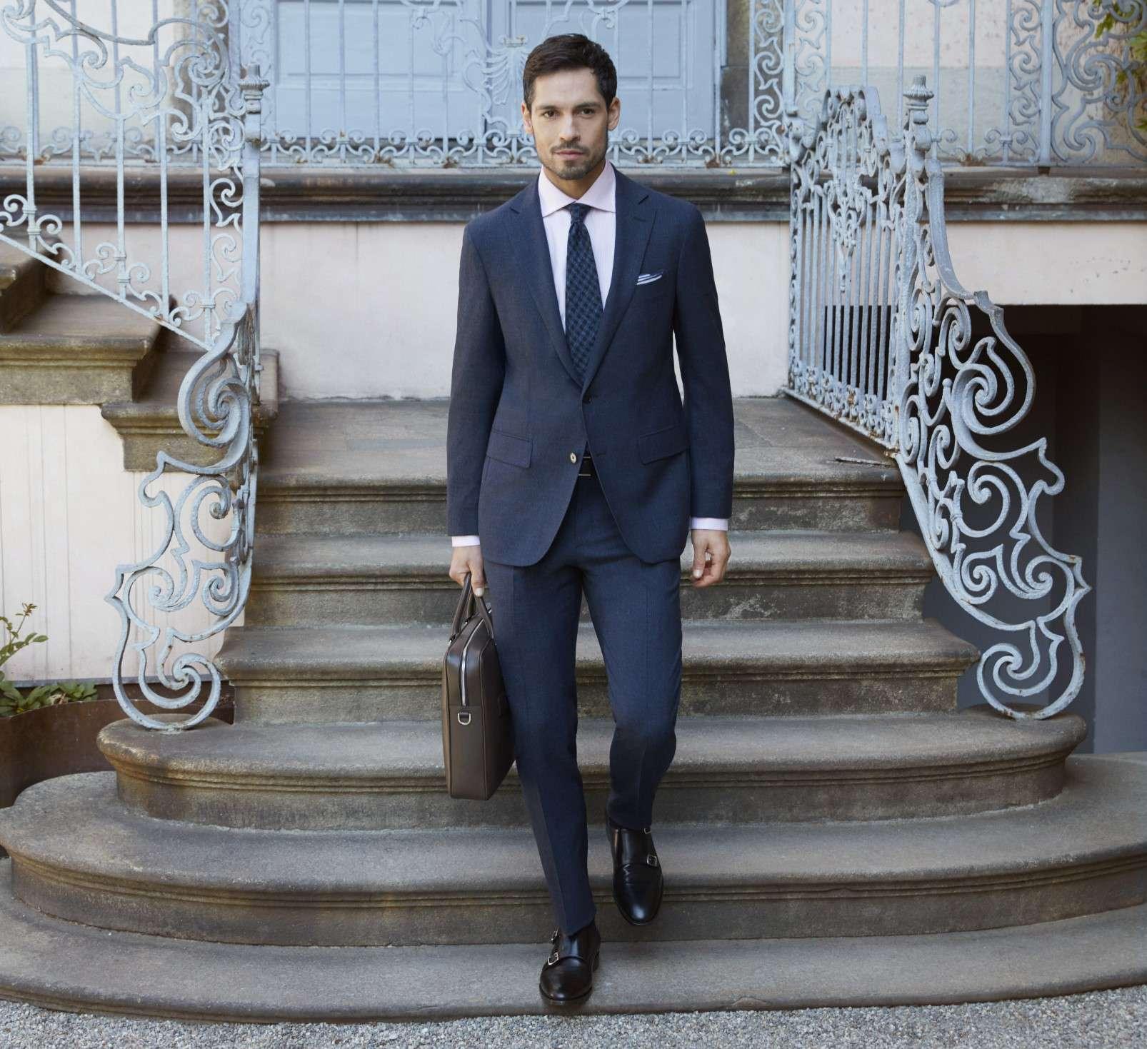 scarpe da abbinare a vestito blu scuro uomo
